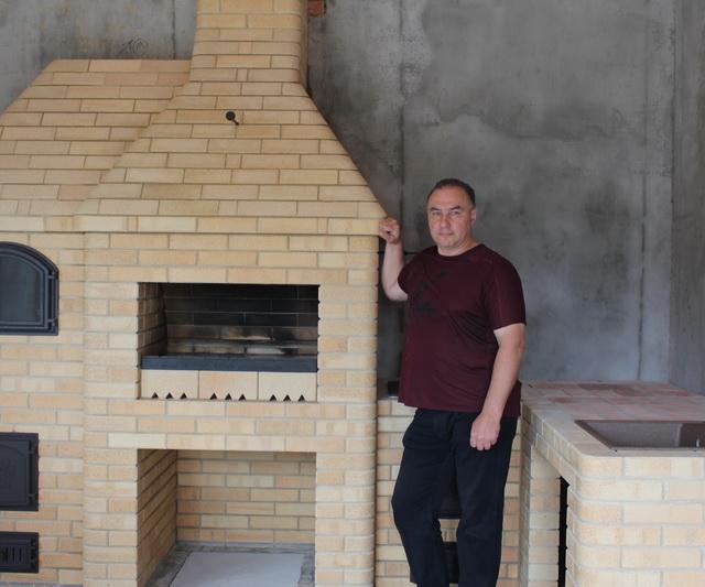 Барбекю комплекс с хлебной камерой.